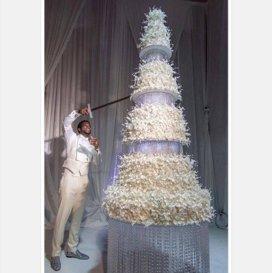 Tortul de nuntă care a trebuit tăiat cu sabia