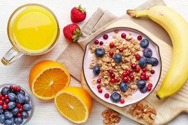Ce mănâncă oamenii sănătoşi dimineaţa