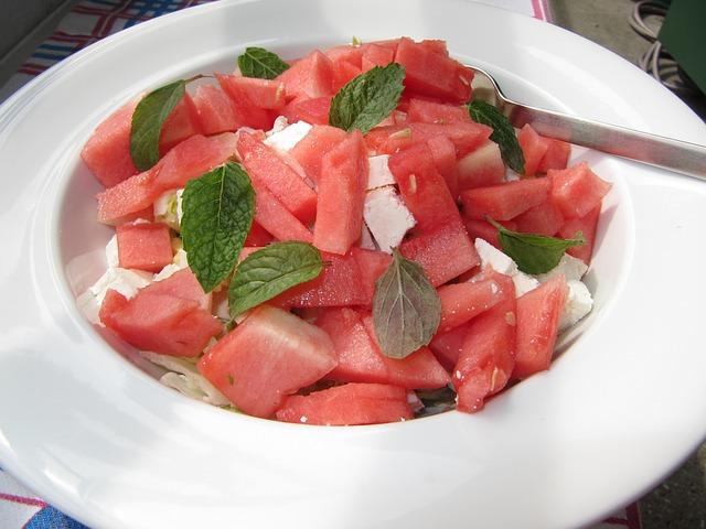 Salată cu pepene roşu şi brânză feta
