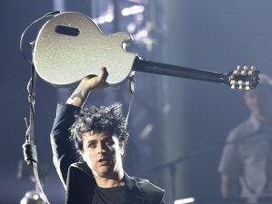 Liderul Green Day, Billie Joe Armstrong.  spune că o piesă de pe noul lor disc a fost inspirată de atacurile teroriste de la Paris