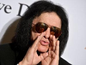 Basistul Kiss, Gene Simmons, a declarat că Prince, pentru că lua droguri, a ales să moară