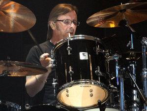 Fostul tobar AC/DC, Phil Rudd, ar accepta să revină în trupă, dar nu ar vrea să cânte cu Axl Rose