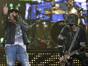 Chitaristul Guns N 'Roses, Richard Fortus, face glume cu Nickelback pe Twitter