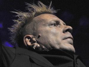 John Lydon scoate o carte despre istoria pieselor Sex Pistols şi Public Image Ltd,