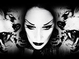 După o absenţă de 9 ani, grecoaica cu voce apocaliptică, Diamanda Galas, revine cu două noi albume