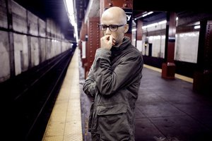 Moby a lansat un clip punk anti-Trump, 'Erupt and Matter'