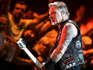 Apare prima biografie a liderului Metallica, James Hetfield