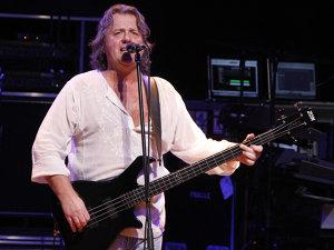 Basistul şi vocalistul John Wetton, care a cântat cu King Crimson, Asia şi Uriah Heep a încetat din viaţă în această dimineaţă