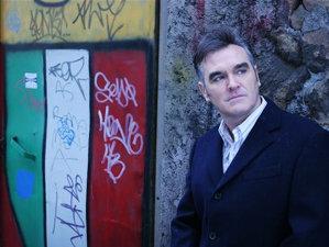 Morrissey îşi anunţă primul show din 2017 cu meme împotriva lui Trump