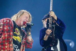 Membrii Guns N'Roses au fost reţinuţi pe aeroportul din Sydney