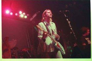 Una din chitarele lui Kurt Cobain scoasă la vânzare pe eBay pentru o acţiune de binefacere