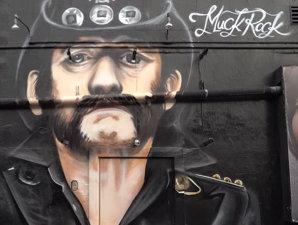 Barul Rainbow din Los Angeles are o pictură murală cu Lemmy
