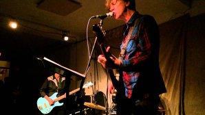 """Deşi sună a Sonic Youth, chitara lui Thurston Moore din noua lui piesă, """"Cease Fire"""", dă cu tine de toţii pereţii"""