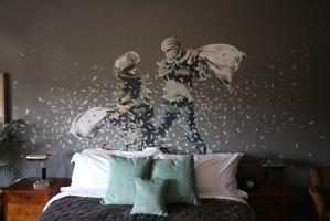 Grafferul anonim Banksy îşi deschide un hotel în Palestina