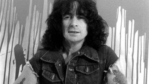 După 37 ani, povestea de viaţă şi moartea învăluită în mister a vocalistului AC/DC, Bon Scott, vor fi dezvăluite pentru public