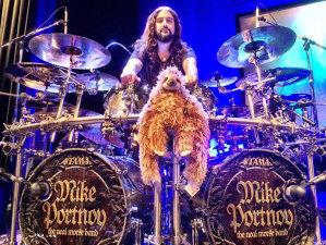 Cu cine îşi face trupă Mike Portnoy, ex.toboşarul Dream Theater?