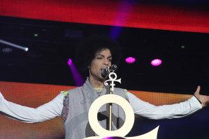 La un an de la moartea lui Prince, lansarea unui nou album al artistului a fost blocată în instanţă