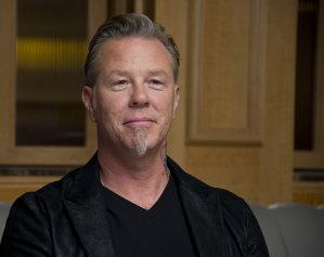 Liderul Metallica, James Hetfield, a rămas la bustul gol de ziua lui Iggy Pop