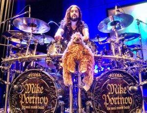 Fostul toboşar Dream Theater, Mike Portnoy, spune că nu e prea ocupat să revină în trupă