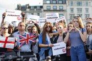 Ce piesă au cântat oamenii din stradă în memoria victimelor atacului terorist din Manchester