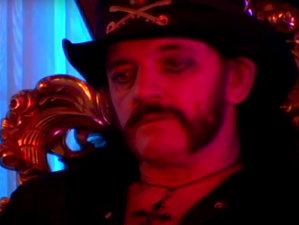 VIDEO: Click aici, dacă vrei să-l vezi pe Lemmy jucând rolul unul vampir de pe Sunset Strip în noul clip al vocalistului The 69 Eyes, Jyrki 69
