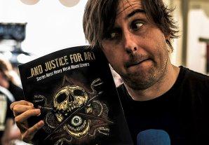 Barney Greenway, vocalistul Napalm Death învaţă un politician britanic cum să cântă