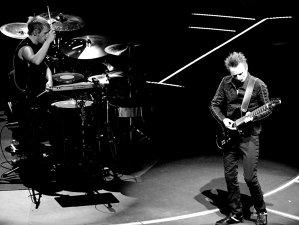 Începând de azi, Muse va lansa câte un clip în fiecare zi, timp de o lună, folosind inteligenţa artificială