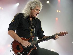 Brian May, chitaristul Queen, împlineşte azi 70 ani. 20 mii oameni i-au cântat aseară