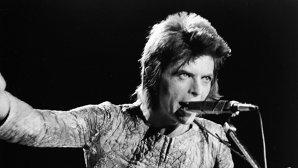 O nouă carte cu picanteriile vieţii lui David Bowie apare în această toamnă