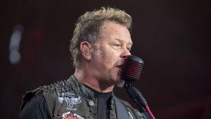 VIDEO: Hetfield a dovedit că are umor după gluma pe care a spus-o după ce a căzut pe scenă în timpul unui concert