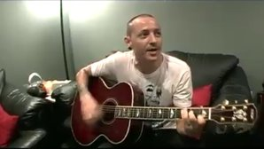 Linkin Park a publicat un video emoţionant cu Chester Bennington cântând o piesă amuzantă
