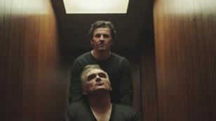 """VIDEO: Controversatul fotbalist englez Joey Barton apare în noul clip Morrissey, """"Spent the Day in Bed"""""""