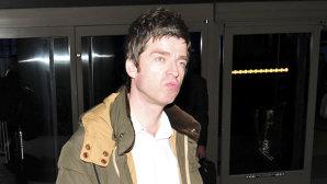Poliţia din Swindon a prins un individ beat care pare a fi Noel Gallagher şi care lingea vitrine