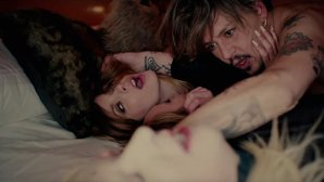 "VIDEO 18+: ""KILL4ME"" - încă un clip decadent al lui Marilyn Manson cu Johnny Depp"