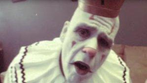 """VIDEO: Clownul ăsta cântă Dio, """"Rainbow in the Dark""""...dumnezeieşte"""
