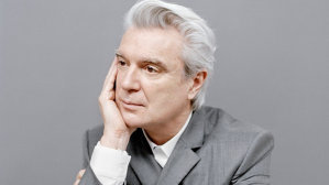 "AUDIO: David Byrne a lansat noul single, ""Everybody's Coming To My House"""