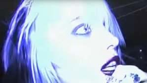 "VIDEO: Ruj pe oglindă în noul video lo-fi Alice Glass, ""Forgiveness"""