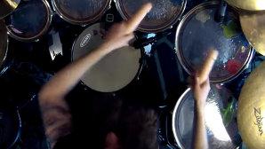 VIDEO 18+: Cover Metallica cu două dildouri în loc de beţe de tobe