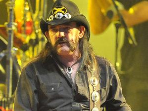 În 11 ani Motörhead a pierdut doi toboşari şi un chitarist.  Trupe mai mici ar fi renunţat. Nu şi Lemmy.