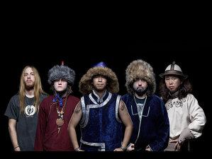 Mongolii folk-metalişti Tengger Cavalerie cântă Motorhead