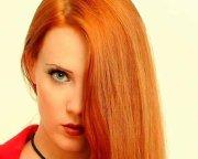 Tutorial video despre machiaj de la vocalista trupei Epica