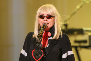 Vocalista Blondie, Debbie Harry, spune că bisexualitatea ei se datorează hormonilor