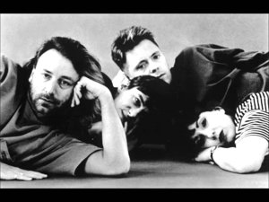 VIDEO: Extraordinara transformare din Joy Division în New Order