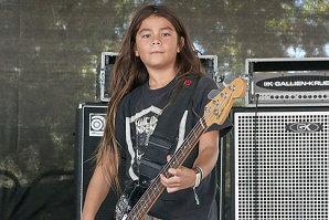 Povestea fiului lui Rob Trujillo de la Metallica, ajuns basist în Korn la doar 12 ani