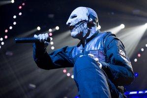 Reacţia vocalistului Slipknot/Stone Sour, Corey Taylor, la faptul că vocalistul Linkin Park, Chester Bennington, s-a apucat să-şi certe fanii