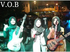 O trupă thrash-metal de fete de liceu din Indonezia sparge toate barierele