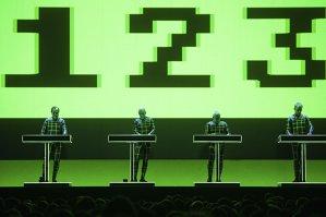 Cererile speciale Kraftwerk specificate în riderul trupei privind transportul membrilor în locurile în care cântă