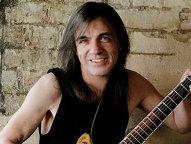 Incredibil, au trecut deja 7 ani de când Malcolm Young nu mai cântă în AC/DC