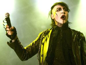 VIDEO: Nişte adolescenţi normali la cap îşi dau cu părerea despre muzica şi clipurile lui Marilyn Manson
