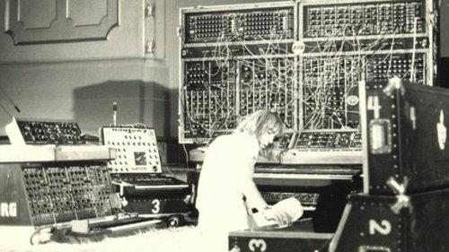 """AUDIO: El este celebrul muzician """"cosmic"""" care a scris în anii 70 coloana sonoră a două filme porno"""